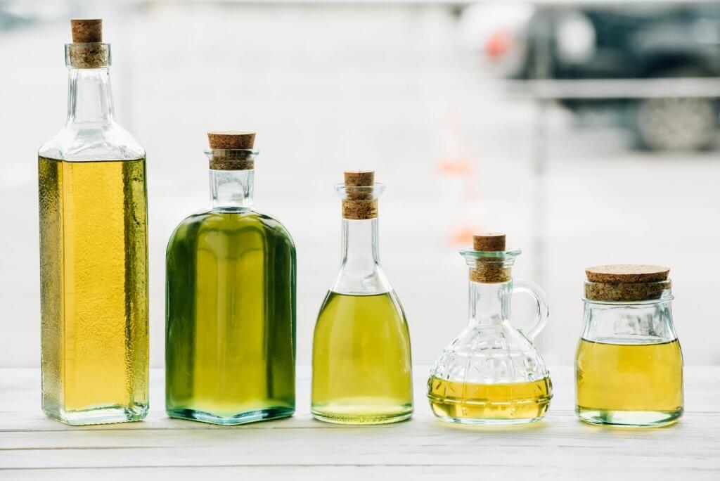 Flaschen mit ätherischem Öl