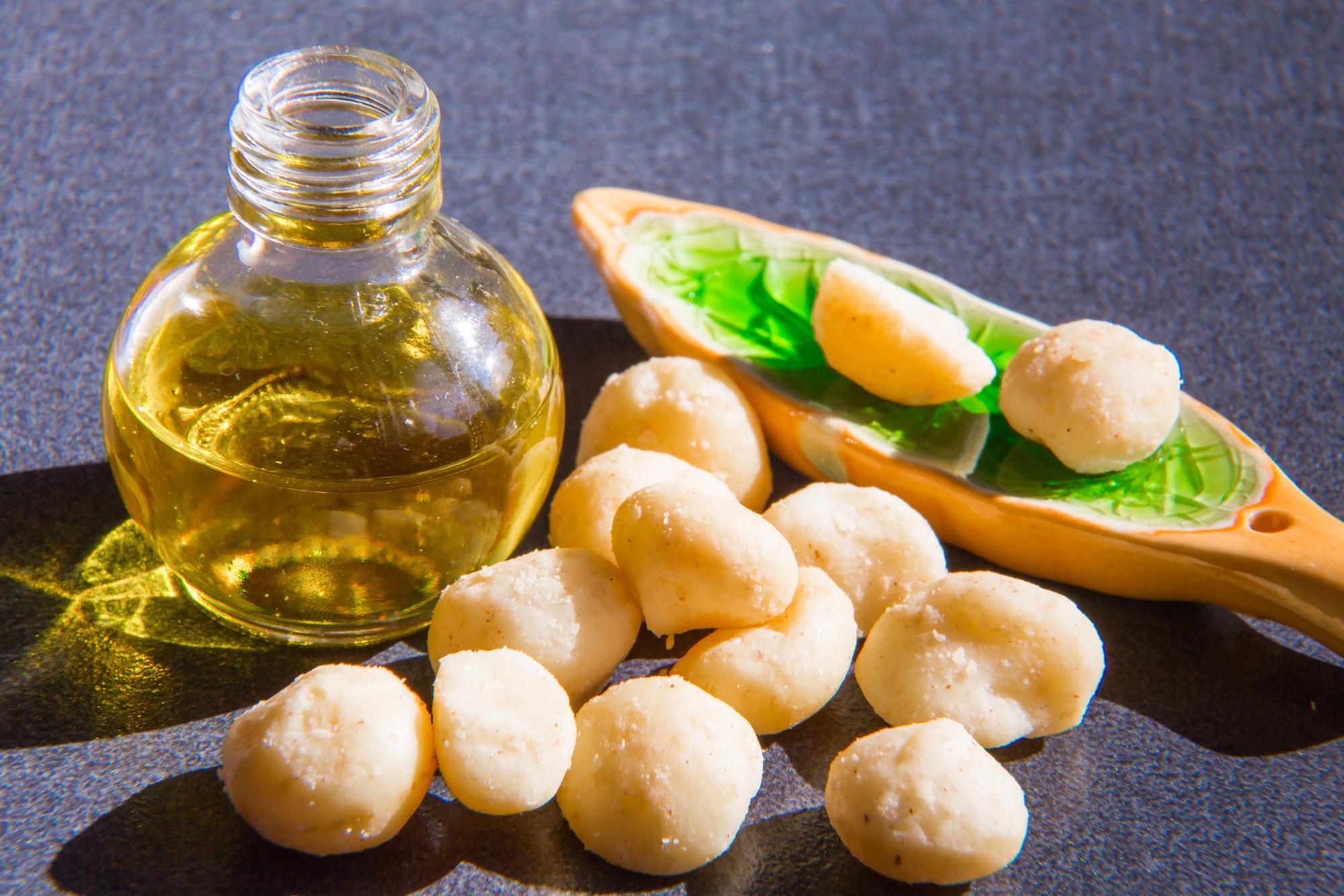 Macadamiaöl und Macadamianüsse